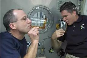 Космонавты научены употреблять кофе в условиях невесомости