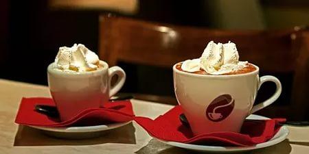 В Санкт-Петербурге многие кафе угощают кофе бесплатно